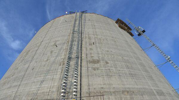 Резервуар для хранения стабильного газового конденсата на заводе СПГ - Sputnik Латвия