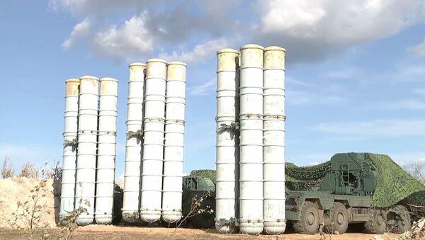 Подразделения ПВО в рамках маневров ВОСТОК-2018 заступили на дежурство в новых позиционных районах на Дальнем Востоке - Sputnik Латвия