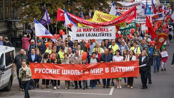 Krievu skolu aizstāvju gājiens 2018. gada 15. septembrī - Sputnik Latvija
