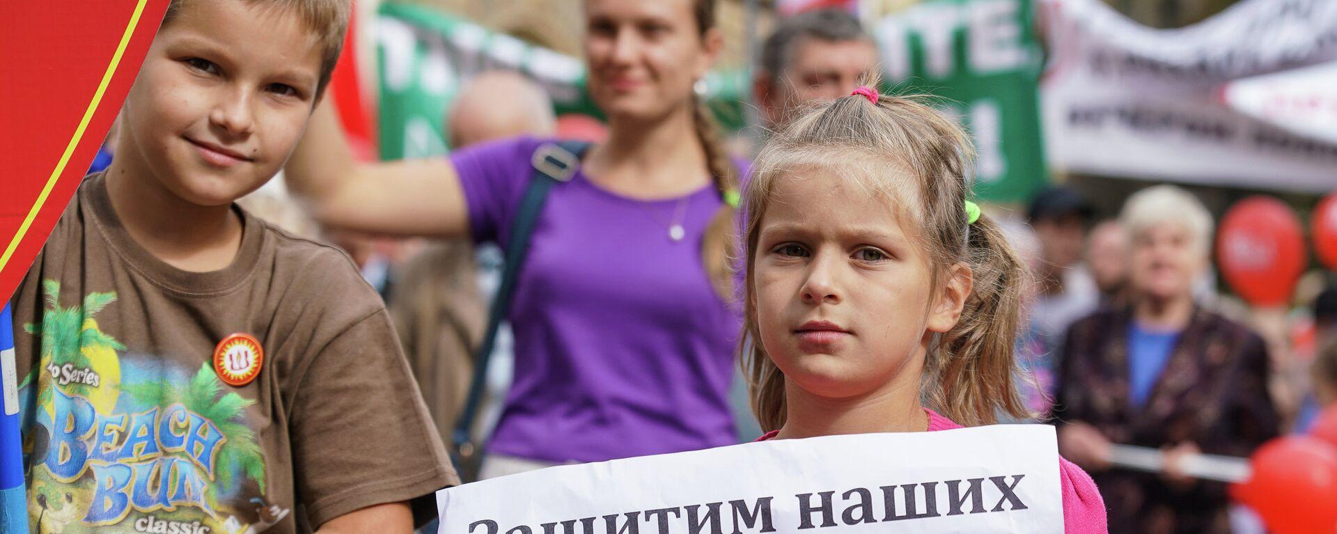Марш в защиту русских школ Наш выбор. 15 сентября 2018 г. - Sputnik Латвия, 1920, 23.08.2019
