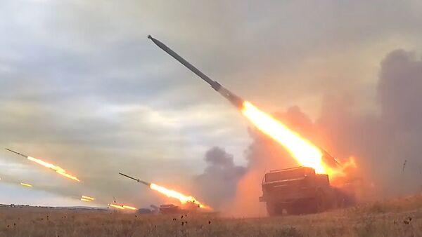 Восток-2018: залпы Ураганов, работа авиации и охота за подлодками - Sputnik Латвия