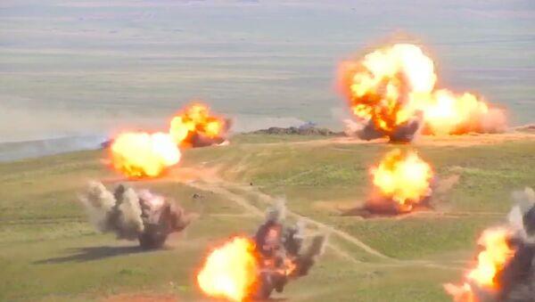 Маневры танкистов и мотострелков на учениях Восток-2018 - Sputnik Латвия