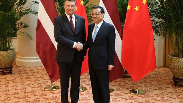 Встреча президента Латвии Раймондса Вейониса с премьер-министром КНР Ли Кэцяном - Sputnik Latvija