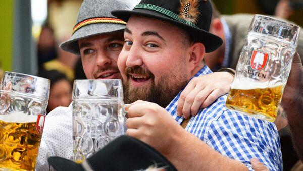 Люди с пивом - Sputnik Латвия