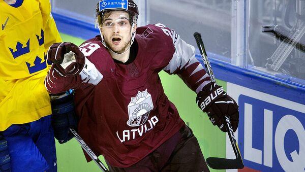 Латвийский хоккеист Теодорс Блюгерс - Sputnik Латвия