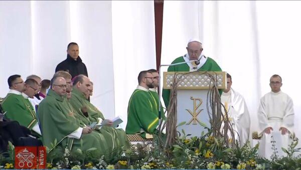 Apustuliskā vizīte par godu simtgadei: Romas pāvests Latvijā un Lietuvā - Sputnik Latvija