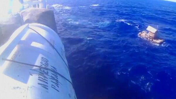 СПУТНИК_Юный индонезиец 49 дней дрейфовал в океане - Sputnik Латвия