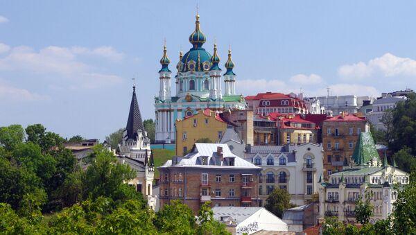 Вид на Андреевскую церковь и начало Андреевского спуска в Киеве - Sputnik Латвия