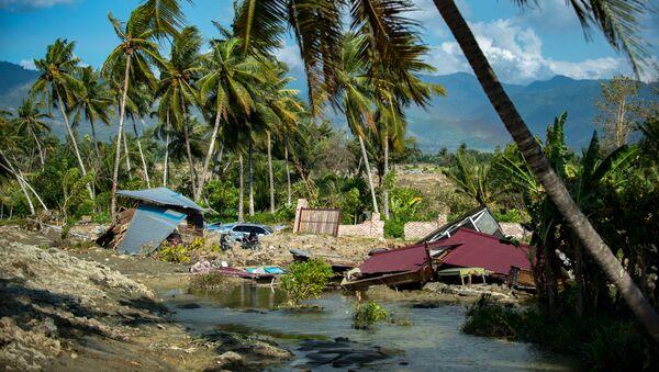 Zemestrīce notika Indonēzijā notika 28. septembra rītā. Pazemes grūdienu epicentrs reģistrēts 55 km attālumā no Palu pilsētas 18,1 km dziļumā - Sputnik Latvija