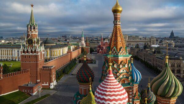 Купола храма Василия Блаженного на Красной площади в Москве - Sputnik Latvija