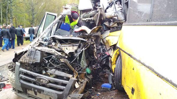 Пассажиры маршрутки стали жертвами ДТП с автобусом - видео - Sputnik Латвия