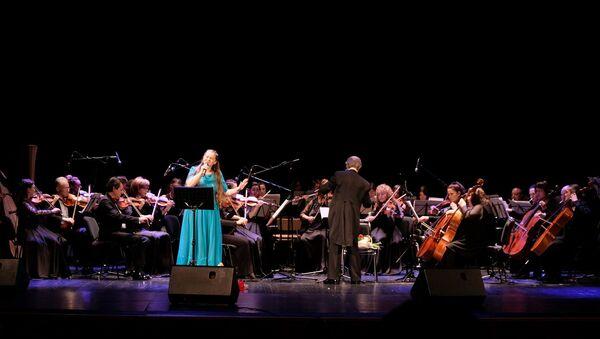 Елена Коломийцева и Губернаторский симфонический оркестр Санкт-Петербурга - Sputnik Латвия