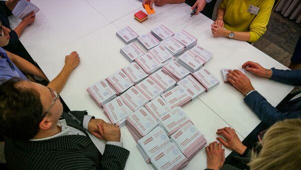 Подсчет голосов на выборах в 13-й Сейм - Sputnik Латвия