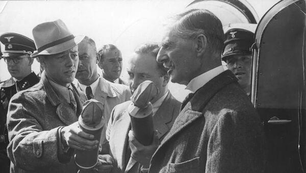 Lielbritānijas premjerministra Nevila Čemberlena vizīte Vācijā 1938. gadā - Sputnik Latvija