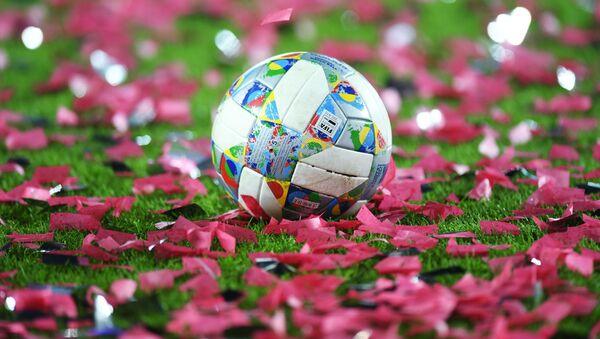 Официальный мяч Лиги наций УЕФА - Sputnik Латвия