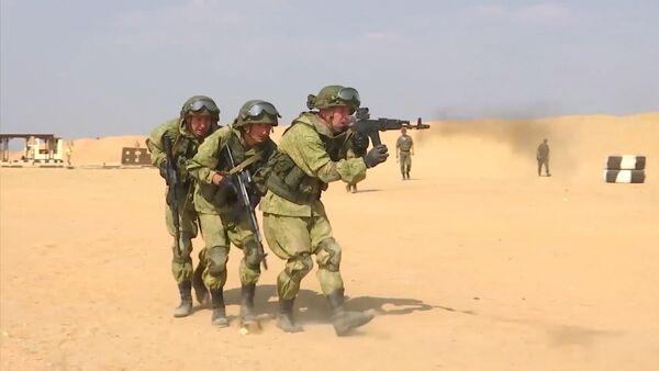 Draudzības aizstāvji: Krievijas desantnieki un Ēģiptes kareivji mācībās - Sputnik Latvija