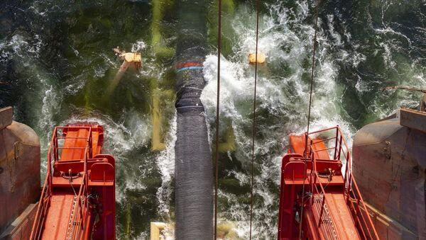 Укладка труб газопровода Северный поток — 2 в Балтийском море. 15 октября 2018 года - Sputnik Latvija