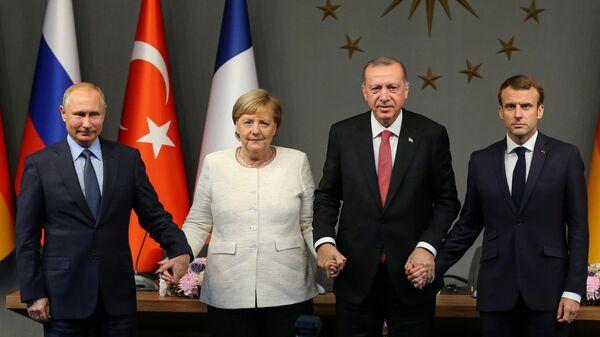 Sestdien Stambulā notika Turcijas, Krievijas, Vācijas un Francijas līderu tikšanās - Sputnik Latvija