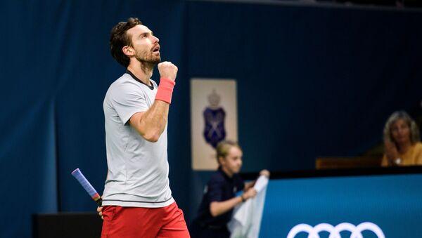 Теннисист Эрнестс Гулбис в полуфинале Stockholm Open против американца Джона Изнера - Sputnik Латвия