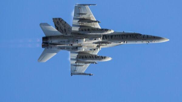 Американский истребитель F-18 во время совместных учений войск НАТО Trident Juncture 2018 (Единый трезубец) в Норвегии - Sputnik Latvija