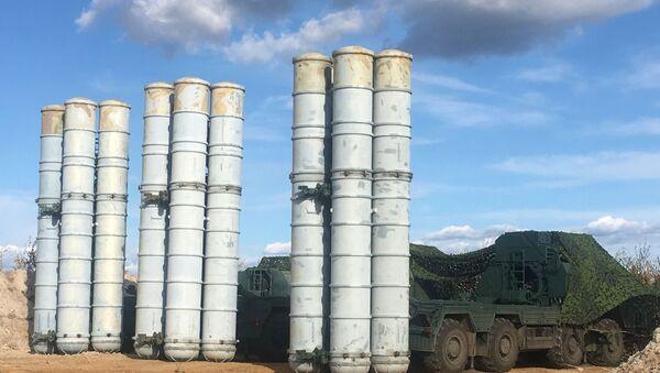 Зенитный ракетный комплекс С-400 Триумф - Sputnik Latvija