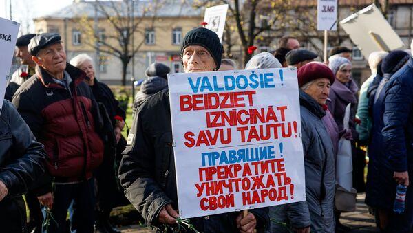 Митинг Социалистической партии Латвии в канун 101-ой годовщины Октябрьской революции - Sputnik Латвия