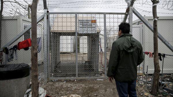 Мигрант на закрытой границе - Sputnik Латвия