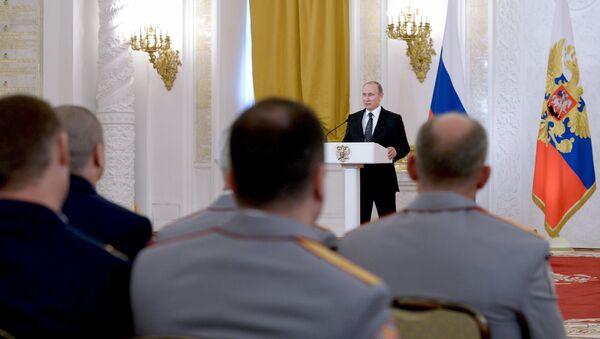 Президент РФ В. Путин вручил госнаграды военным, участвовавшим в антитеррористической операции в Сирии - Sputnik Латвия