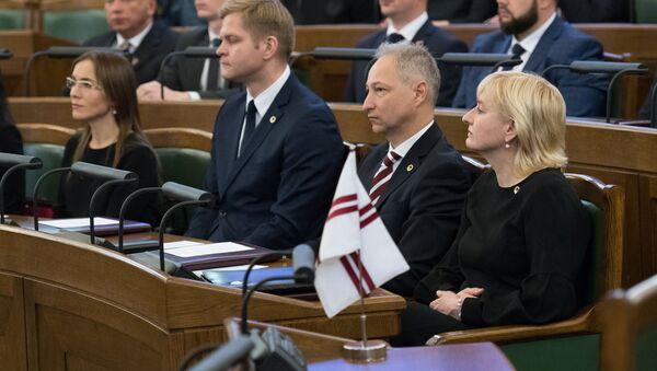 Juta Strīķe un Jānis Bordāns (no kreisās) 13. Saeimas pirmajā sēdē - Sputnik Latvija