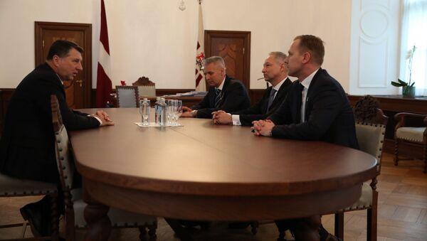 Артис Пабрикс, Янис Борданс и Алдис Гобземс на встрече с Раймондсом Вейонисом - Sputnik Latvija