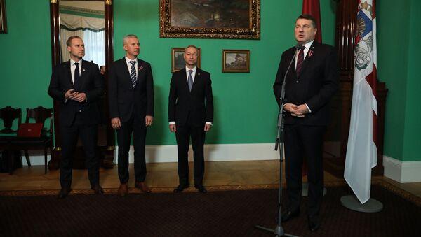 Артис Пабрикс, Янис Борданс и Алдис Гобземс на встрече с Раймондсом Вейонисом - Sputnik Латвия