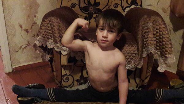 Ramzans Kadirovs uzdāvinājis Mercedes piecgadīgajam čečenu Švarcenegeram - Sputnik Latvija